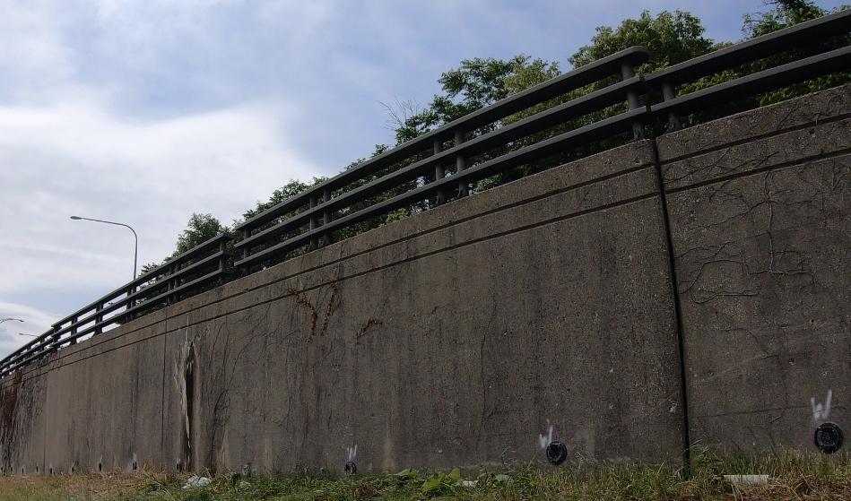 IDOT-1-90-Lawrence-Wall-View